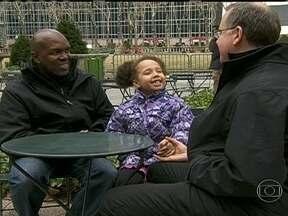 Casamento entre pessoas do mesmo sexo recebe apoio dos pediatras americanos - O casamento entre pessoas do mesmo sexo recebeu o apoio da principal associação de pediatras dos Estados Unidos. Os médicos não veem prejuízo nenhum para a formação de crianças que tenham dois pais ou duas mães.