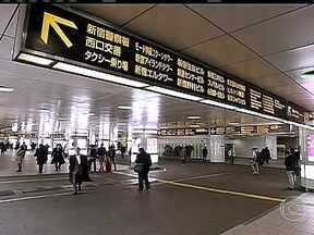 Japão tem a estação de trem e metrô mais movimentada do mundo - Na coluna crônica deste sábado (23) o correspondente Roberto Kovalick mostra a estação de trem e metrô mais movimentada do mundo, em Tóquio, no Japão. A Estação Shinjuku recebe, diariamente, cerca de 3,7 milhões.
