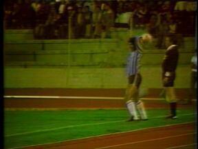 Bolívar 1 x 2 Grêmio em 1983 (3) - Confira o lance do jogo na Libertadores.