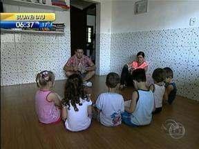 Programa 'Fantástico' exibe casos polêmicos de crianças que foram retiradas dos pais - Programa 'Fantástico' exibe casos polêmicos de crianças que foram retiradas dos pais