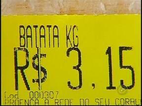 Alimentos sofrem aumento significativo no preço em São José do Rio Preto, SP - Neste mês alguns produtos tiveram reajustes financeiros no noroeste paulista. Não só o peixe está mais caro, frutas e legumes também estão. Alguns alimentos tiveram o aumento de 200%, saiba o motivo.