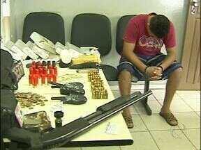 Polícia desmancha ponto de tráfico de drogas na região do Porto Meira em Foz - Os policiais conseguiram chegar até o local através de uma denúncia anônima. Um homem de 27 anos foi preso.