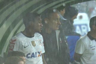 Debaixo de chuva de granizo, Corinthians vence o Guarani - Sheik ficou até com medo de raio que caiu no Brinco de Ouro.