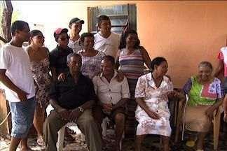 Desaparecidos: Após reportagem, mulher reencontra irmãos - A aposentada Celsina da Silva foi protagonista do quadro Desaparecidos anteriormente, contando que havia perdido o contato com irmãos e que gostaria de reencontrá-los. Depois da reportagem, ela foi reconhecida e, neste fim de semana, se reencontraram
