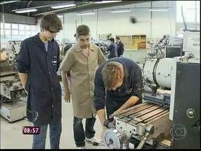 Em Curitiba, o curso técnico mais procurado é o de eletromecânica - A maioria dos alunos já tem emprego garantido antes de terminar o curso
