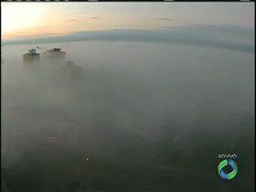 Nevoeiro intenso em Londrina fecha aeroporto - Veja também a previsão do tempo completa pra hoje