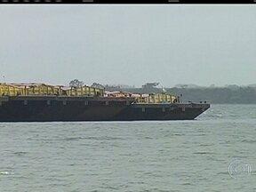 Navegação na hidrovia Tietê-Paraná está parada - A navegação em uma das maiores hidrovias do Brasil, a Tietê-Paraná, está parada por causa de um acidente. A situação prejudica a exportação da safra de grãos.