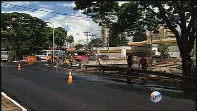 Ponte na Avenida Francisco Junqueira é liberada em Ribeirão Preto, SP - Secretário de obras explica obra emergencial.