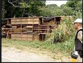Ônibus de envolve em acidente na BR-259 - O acidente foi próximo ao distrito de Coroaci