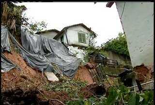 Defesa Civil segue vistoriando casas em áreas de risco em Petrópolis - Trezentas famílias devem receber o auxílio moradia, confirmação de quem são sai até o próximo domingo.