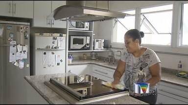 PEC das Domésticas amplia os direitos dos trabalhadores do setor - Em São José dos Campos, algumas já recebem esses benefícios e são praticamente da família.