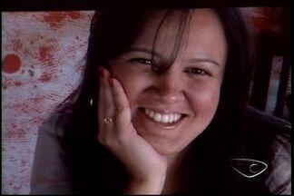 Corpo de fonoaudióloga é enterrado no ES - Ela morreu em um acidente em Mucuri, no Sul da Bahia