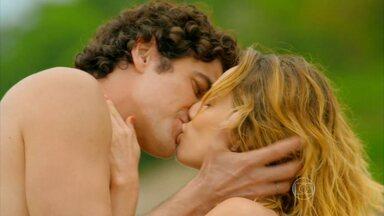 Guerra dos Sexos - capítulo de quarta-feira, dia 27/03/2013, na íntegra - Nando e Juliana se beijam na ilha deserta