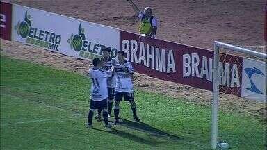 Goool do Ceará! - Magno Alves recebe e chuta cruzado na saída do goleiro do Horizonte.