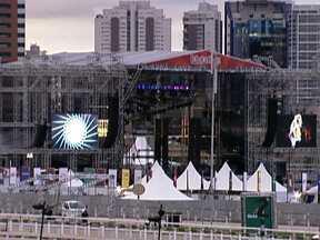 Fãs do rock estão na contagem regressiva para o Festival Lollapalooza - A abertura do festival acontece nesta sexta-feira (29) na capital de São Paulo. Vão ser três dias de shows e mais de 60 bandas.