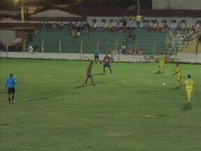 Em jogo violento, Picos faz 5 a 0 no Barras e deixa a lanterna do Piauiense - Zangão goleou o Leão do Marathoan e deixou a lanterna para o adversário. Com o resultado, o time agora está a apenas um ponto da zona do G-4
