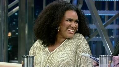 """A cantora Mariene de Castro participa do Programa do Jô - Ela acaba de lançar """"Ser de Luz – CD e DVD em homenagem a Clara Nunes"""". Além disso, é a protagonista do longa """"Quase Samba""""."""