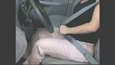 Orientação sobre o cinto de segurança em grávidas - Confira as orientações sobre o uso do cinto em grávidas. Um especialista em trânsito tira as dúvidas e mostra o uso correto do acessório de segurança.