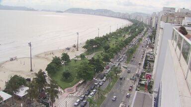 Fila da balsa chegou a 6 km na avenida da praia de Santos nesta quinta-feira (28) - Dia foi de caos no trânsito