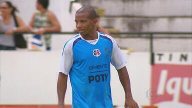 Tozo preparado para enfrentar ex-clube na estreia pelo Santa Cruz - Volante tricolor já defendeu o Náutico
