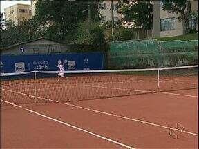 Circuito nacional de tênis estudantil é atração em Curitiba no feriado - Etapa de abertura da competição segue pelos próximos finais de semana