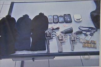 Polícia em Campo Grande divulga fotos de suspeitos de roubos - Polícia divulgou fotos de suspeitos de integrar uma quadrilha de roubos. Na operação do Cigcoe, um homem morreu e outro foi ferido. Três foram detidos.