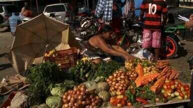 Quem não teve tempo de fazer as compras da páscoa procurou o Mercado da Produção - Quem não teve tempo de fazer as compras para o almoço de páscoa durante a semana, lotou o Mercado da Produção nesta sexta-feira (29).
