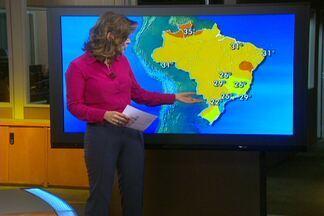 Tempo deve ficar aberto no Nordeste durante todo o feriado - Também não há previsão de chuva na região sul. Deve chover bem forte entre o Espírito Santo, Goiás e Amazonas. Do nordeste de Santa Catarina ao sul do Rio de Janeiro, o céu continua fechado e pode chover fraco de novo.