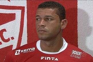 Mais jogadores deixam o Vila Nova - Zagueiro Leandrão e atacante Hyantony não atuam mais pelo Colorado.
