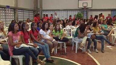 400 jovens de PE, PB e RN participam de encontro espírita, em Olinda - Evento se estende até domingo, no colégio Dom.