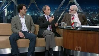 Os jornalistas Flávio e Camilo Tavares falam sobre o filme 'O dia que durou 21 anos' - Flávio, que foi um dos quinze presos políticos trocados pelo embaixador americano Charles Elbrick, em 1969, fala sobre o filme, dirigido por seu filho, Camilo, que conta a participação dos EUA no Golpe de 64.