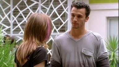 Malhação - capítulo de quarta-feira, dia 03/04/2013, na íntegra - Sal diz pra Lia desistir de seu irmão