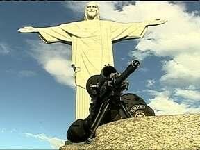 Bope encontra corpo de um dos traficantes mais procurados pela polícia do Rio de Janeiro - A operação da PM foi realizada na favela da Maré, às margens da Avenida Brasil. O corpo do traficante Diogo de Souza Feitoza, conhecido como DG, estava em uma van. Ele era apontado como o chefe do tráfico de drogas na comunidade de Manguinhos.