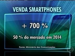 Smartphones fabricados no Brasil podem ficar 30% mais baratos - Medida vale para celulares 4G, vendidos a menos de R$1500, 3G, a menos de R$ 1000 e roteadores, a menos de R$ 150. O governo prevê queda de 30% no valor dos aparelhos, enquanto especialistas falam em 7%.