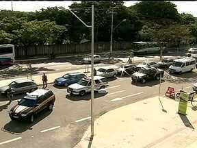 Policiais testam escoltas de chefes de estados nas próximas copas, em MG - Policiais militares e federais testaram em Belo Horizonte o esquema de escolta de seleções e chefes de estado que vão participar da Copa das Confederações, em junho, e do mundial, em 2014.