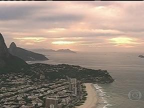 Meteorologia prevê dia nublado - O Sol aparece entre nuvens nesta quarta-feira (10), no Rio de Janeiro. A alta umidade do ar pode ocasionar pancadas de chuva fraca em pontos isolados do estado, a qualquer hora do dia.
