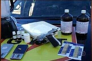 Polícia encontra laboratório de refino de droga, em Itumbiara (GO) - Policiais encontraram laboratório que servia para refino de droga numa casa em um bairro nobre de Itumbiara.