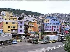 Tiroteio assusta os moradores da Rocinha - Durante a madrugada, criminosos trocaram tiros com policiais da Rocinha. Os agentes da UPP encontraram os bandidos durante um patrulhamento.