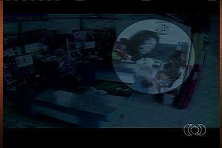Morre idosa atingida por roda que escapou de caminhone em acidente, de Luziânia - O corpo da aposentada morta depois de ser atingida por uma roda dentro de um supermercado de Luziânia é velado. O acidente aconteceu no começo de abril.