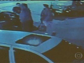 Jovem confessa assassinato de taxistas no Rio Grande do Sul - Um jovem de 21 anos, preso no sábado (13), confessou o assassinato de seis taxistas em duas cidades gaúchas. Segundo o relato do assassino, ele matou para não ser reconhecido. Imagens de câmeras de segurança ajudaram na identificação do jovem.