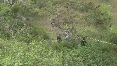 Corpo de mulher é encontrado em terreno baldio em Manaus - Polícia não tem informações sobre suspeitos do crime.Corpo foi levado para o Instituto Médico Legal para identificação.