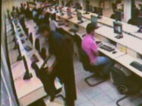 Câmeras de segurança flagram rapaz furtando computador na UFSC - Câmeras de segurança flagram rapaz furtando computador na UFSC.