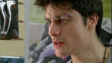 Malhação - Capítulo de quinta-feira, dia 18/04/2013, na íntegra - De novo? Vitor termina namoro com Lia depois de ameaças