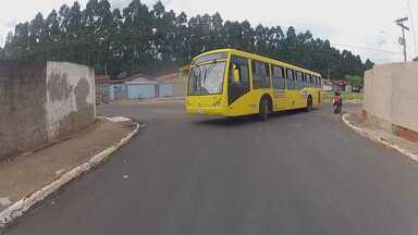Indo e vindo gratis - Em Agudos a população não paga um centavo para andar de ônibus. O serviço público é fornecido de graça para a população.