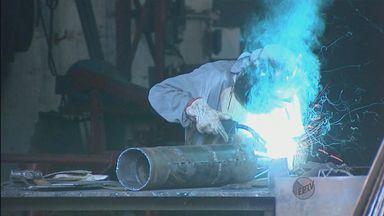 Indústria paulista volta a crescer e a fazer novas contratações - Indústria paulista volta a crescer e a fazer novas contratações.
