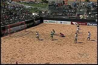 Semifinalistas de futebol de areia serão conhecidos neste sábado no ES - Jogos são transmitidos ao vivo pelo globoesporte.com/es