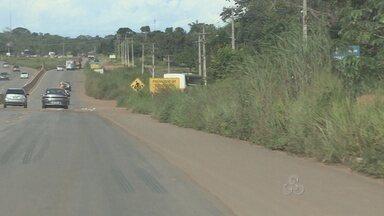 Trechos mal conservados da BR-364 prejudica a visão de motoristas em Porto Velho - Buracos e matos muito altos, prejudicam a estabilidade dos carros e visão dos motoristas.