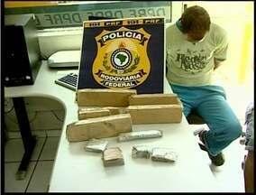 PRF intercepta carro e apreende drogas no Vale do Mucuri - Dois homens foram presos e 3 quilos de maconha apreendidos pela PRF de Teófilo Otoni.