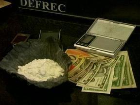 Polícia prende homem suspeito por roubo ao comércio de Rio Grande, RS - Em outro bairro, a polícia prendeu duas pessoas e encontrou drogas, dinheiro e celulares.