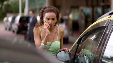 Sheila avisa a Lucimar que viu Wanda - Diva desconfia das verdadeiras intenções de Neuma